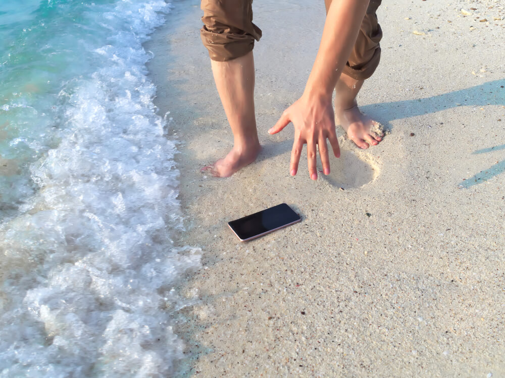 How to protect electronic devices on the beach